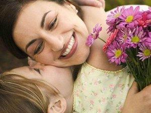 Eşbaşkan Karaman'dan Anneler Günü mesajı