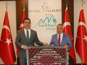 Gazeteci Yavuz Donat'tan Vali Akbıyık'a ziyaret