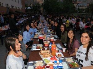 Gazi Mustafa Kemal Anadolu Lisesi iftar yemeği verdi