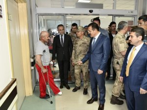 Protokol üyeleri hastaları ziyaret etti