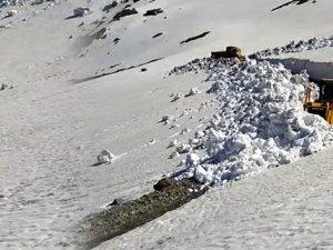Haziran ayında yayla yollarında karla mücadele
