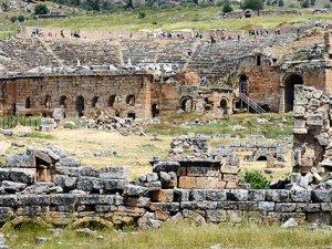 1800 yıllık antik tiyatro