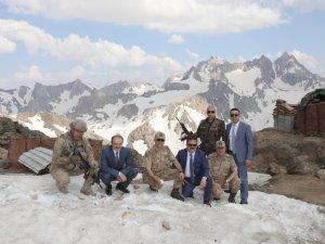 Vali Akbıyık, İkiyaka düz tepe üs bölgesinde