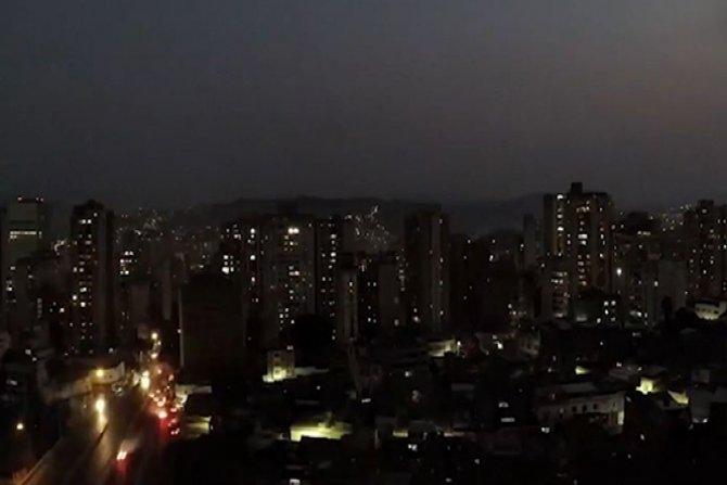 Milyonlarca kişi elektriksiz kaldı
