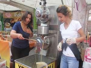 Anadolu Kervanı, yöresel ürünler fuarı Hakkari'de açıldı