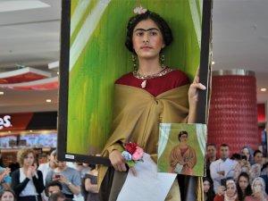 Ünlü ressamların ikonik tabloları sergilendi