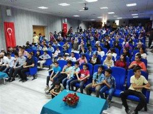 Hakkari'de gençlik ile iletişim konferansı düzenlendi