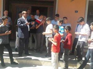 Hakkarili öğrenciler dualarla İstanbul'a uğurlandı...