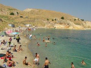 Akdeniz ve Ege değil Van Gölü sahilleri..