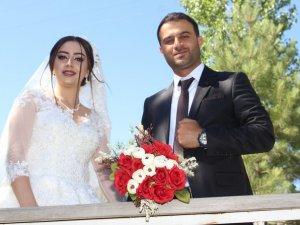 Hakkari'de Yeliz ve Savaş Zirek çifti için görkemli bir düğün töreni yapıldı.