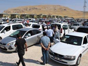 Açık oto pazarında düşük model araçlara rağbet