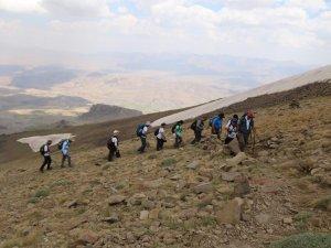 Doğaseverler dağ dağ tırmanıyor...
