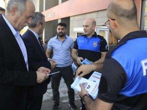 Hakkari polisi dolandırıcılığa karşı broşür dağıttı