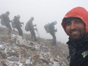Vanlı dağcılar tipi ve fırtınaya yakalandı