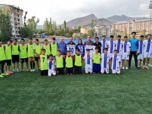 Belediye spor kulübüne malzeme desteği