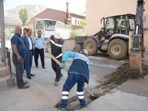 Belediye yol onarım çalışmalarını sürdürüyor