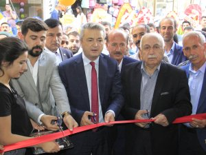 Hakkari'de Eczane Vural hizmete açıldı