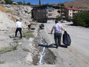 Belediye ekipleri temizlik çalışması yaptı