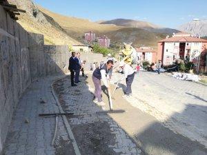 Belediye Karşıyaka TOKİ'DE yol onardı