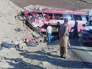 Yolcu otobüsü kaza yaptı: 26 ölü, 15 yaralı