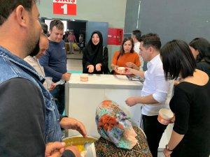 Vali yardımcısı Duruk, fuarda Devin çorbası ikram etti