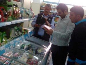 Hakkari'deki büyük marketlerde gıda denetimi yapıldı