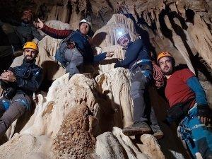 CİSAD dağcıları sümbül dağında mağara keşfi yaptı