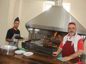 Erzurum'un meşhur cağ kebabı Hakkari'de açıldı