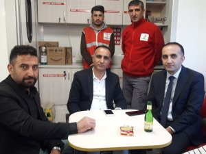 Ak Parti'den Kızılay kan bağışı aracına ziyaret