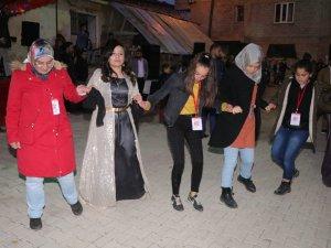 Çankırı'lı öğrenciler sınırda halay çekti