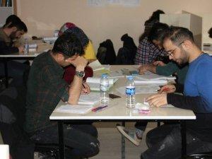 Hakkari'den gençler geleceğe hazırlanıyor