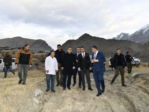 Vali Akbıyık, yatırımlarla ilgili arazi incelemelerinde bulundu