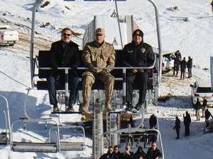 Vali Akbıyık Telesiyej ile kayak merkezini denetledi