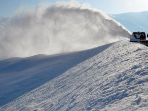 Karla mücadele drone ile görüntülendi