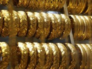 Petrol fiyatları sert düştü, altın yükseldi