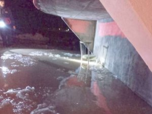 Yüksekova'da evler sular altında kaldı