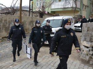 Hakkari polisi uyarmaya devam ediyor