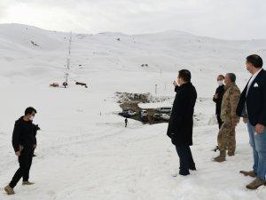 Vali Akbıyık, kayak merkezinde incelemelerde bulundu