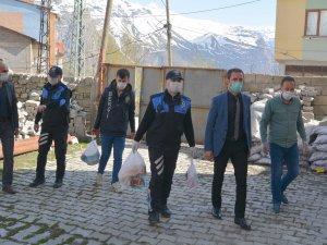 Hakkari polisinden vatandaşlara yardım eli