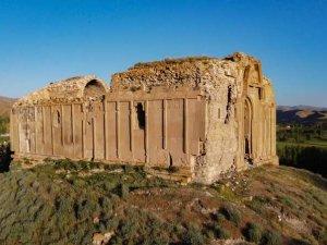 Bin 700 yıllık kilise