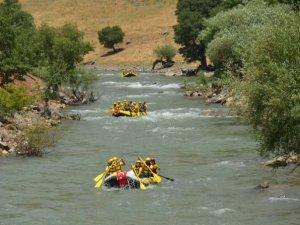 Şırnak'ta sosyal mesafeli rafting