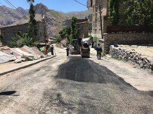 Keklikpınar'da asfalt yama çalışması yapıldı