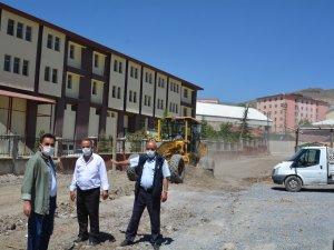 Hakkari'de şehir görüntüsünü bozan barakalar kaldırıldı