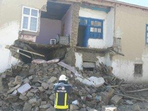 Özalp'ta evler hasar gördü