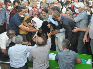 Kazada ölenler gözyaşları arasında toprağa verildi