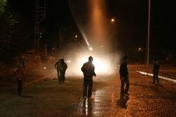 POLİS ZIRHLI ARAÇLARLA MÜDAHALLE ETTİ