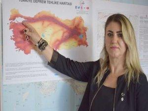 """""""İzmir'de 6 büyüklüğünde artçı sarsıntı olabilir"""""""