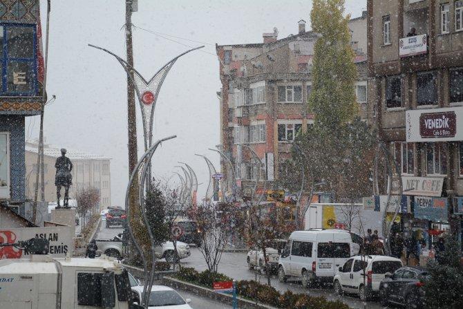 Hakkari'ye ilk kar yağdı