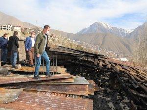 Evleri yanan aile için valilik harekete geçti