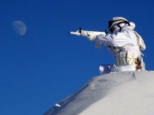 Karlı dağlarda hudut nöbeti!